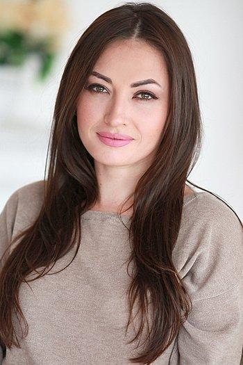 Larisa age 35