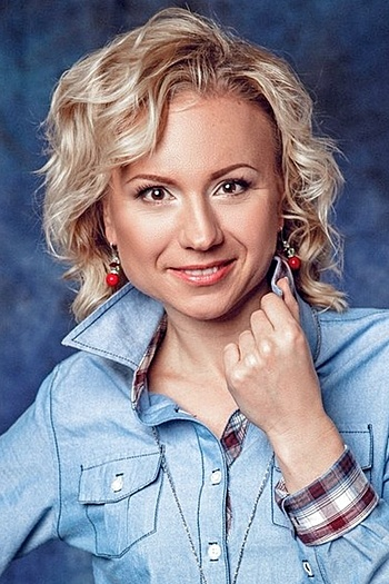 Viktoria age 41