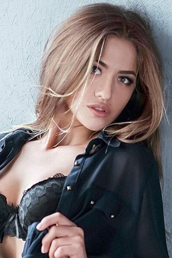 Elina age 24