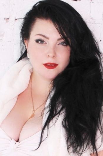 Maria age 32