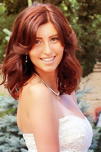 Valeriya age 22