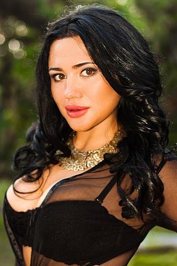 Darya age 22