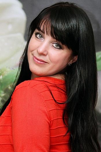 Larisa age 42