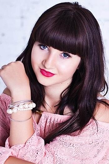 Alina age 22