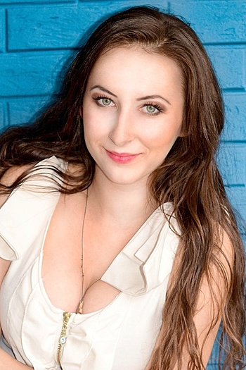 Yuliya age 24