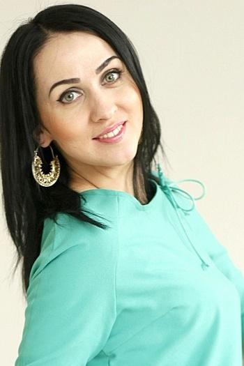 Larisa age 30