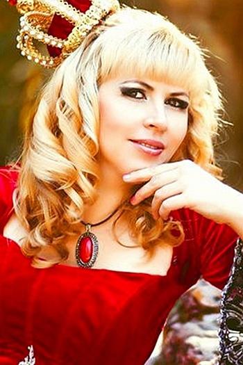 Viktoria age 35
