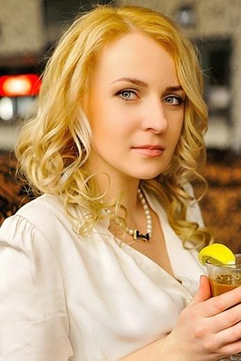 Viktoriya age 33