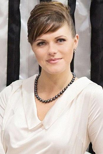 Alena age 28