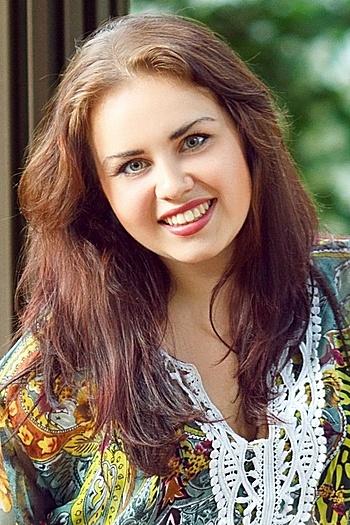 Anna age 25