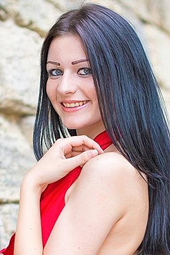 Elena age 22