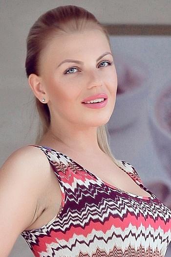 Angela age 32