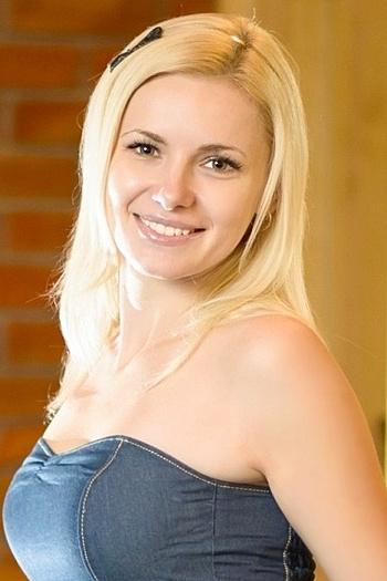 Alexandra age 32