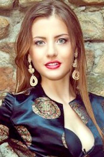 Aleksandra age 22