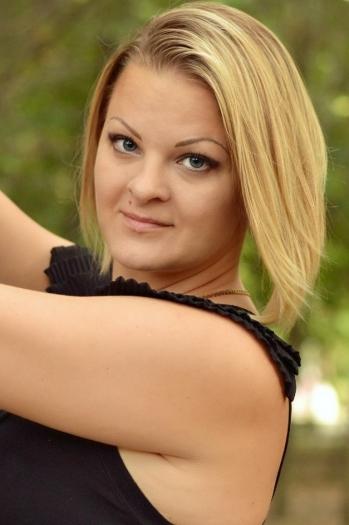 Oksana age 35