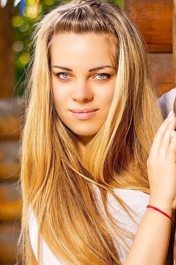 Viktoriya age 25
