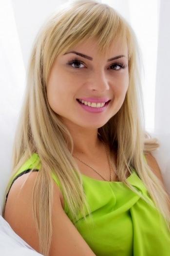 Maria age 33