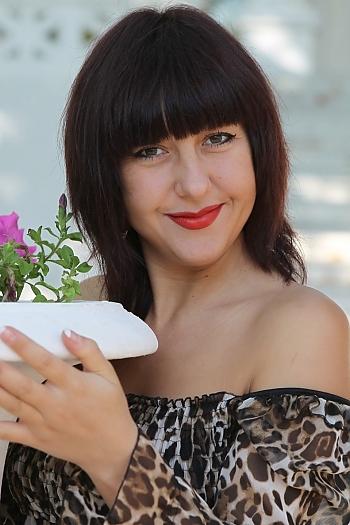 Alena age 32