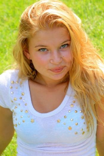 Zoya age 23