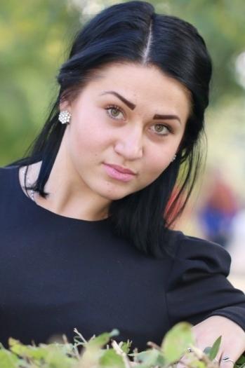 Valentina age 22