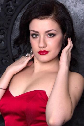 Viktoria age 24