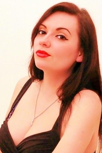 Viktoria age 28