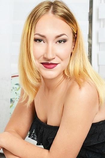 Kseniya age 22