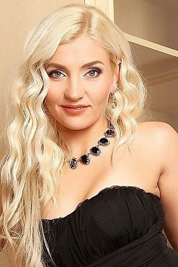 Alina age 33