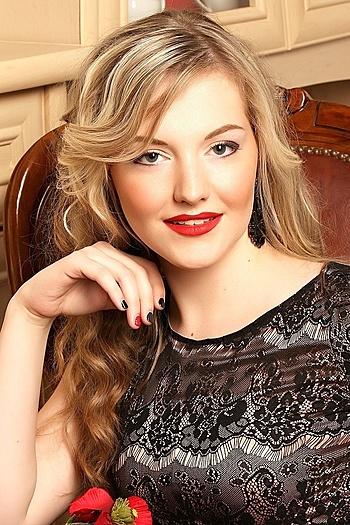 Viktoriya age 22