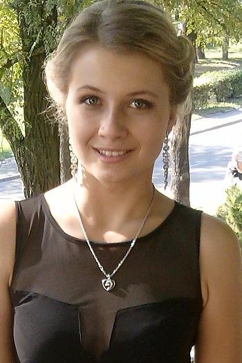 Aneta age 22
