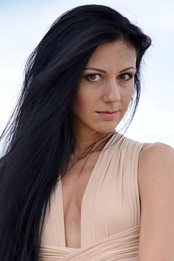 Viktoria age 32