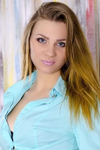 Julia age 27