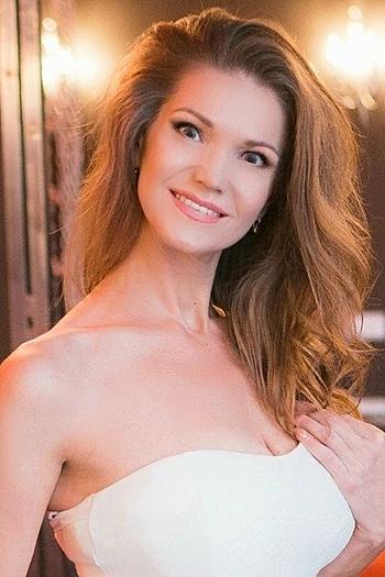 Anna age 42
