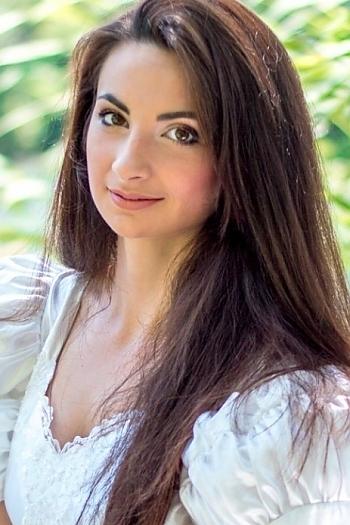 Elvina age 25