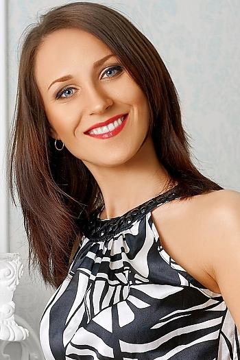 Julia age 28
