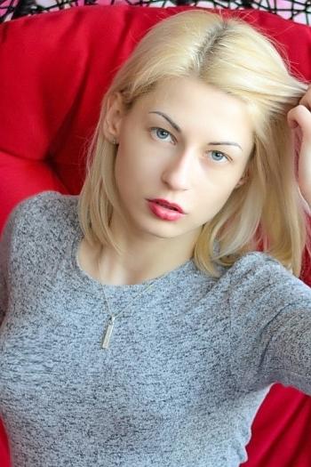 Alisa age 29