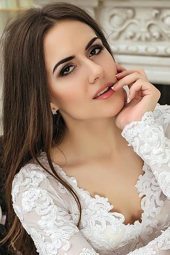 Viktoriya age 23