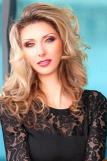 Ilona age 32