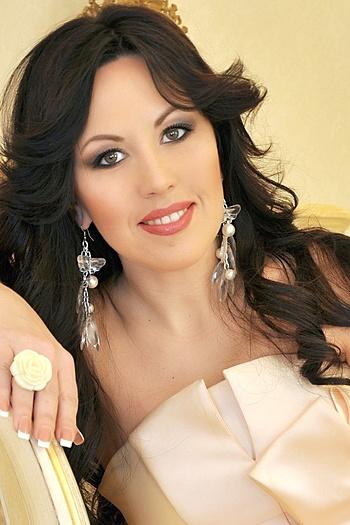 Viktoria age 44