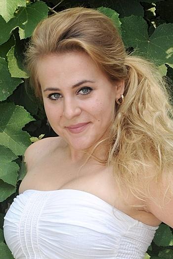 Elena age 25