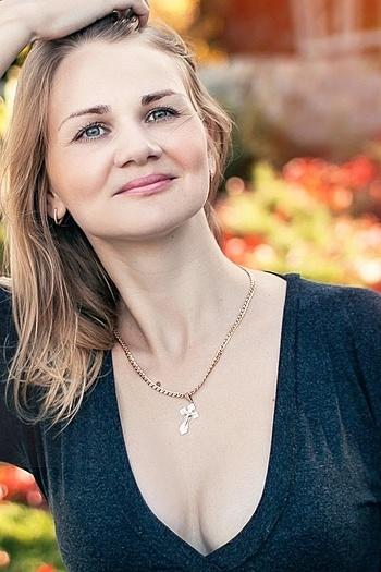 Anneta age 30