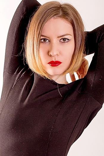 Julia age 32