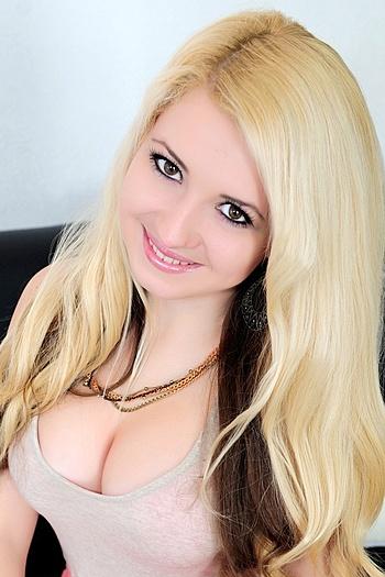 Lina age 26