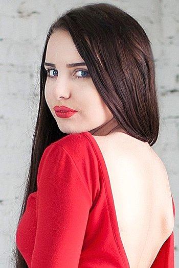 Viktoriya age 19