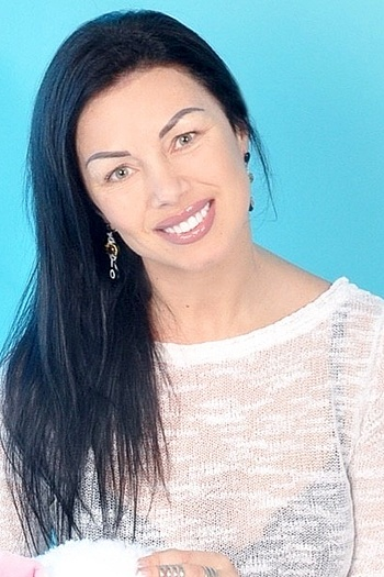 Yuliya age 42