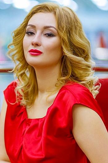 Nadya age 26