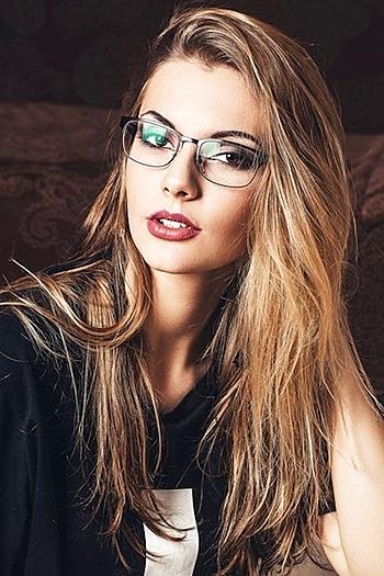 Polina age 22
