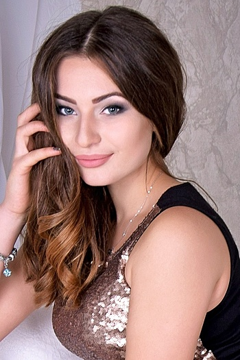 Maryna age 20