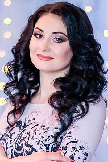 Viktoriya age 32