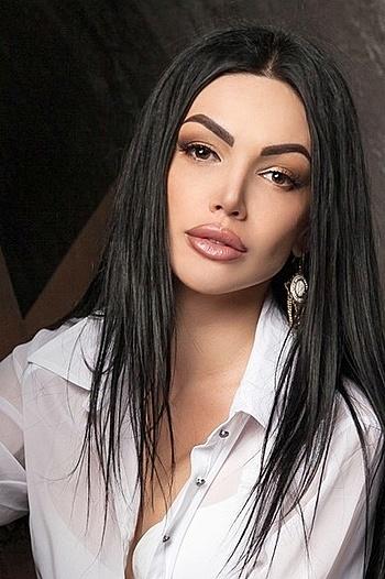 Alina age 32